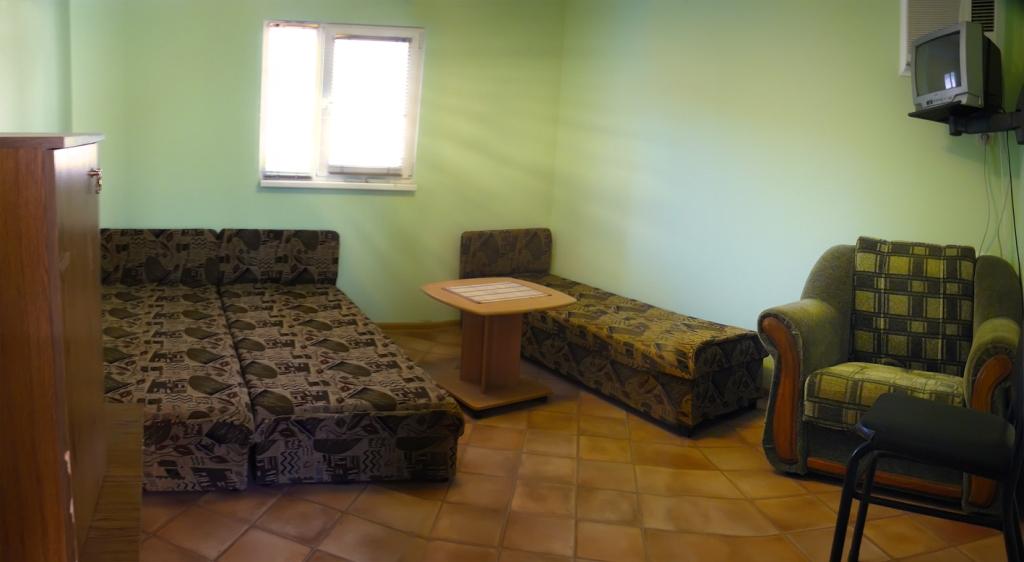 Дом, гостевые номера у моря в Севастополе